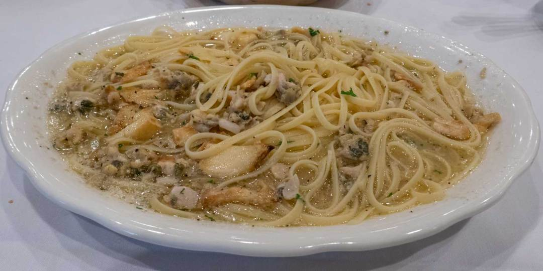 linguine-with-clams-at-Don-Peppe-Ozone-Park-Queens-NYC-1600x800