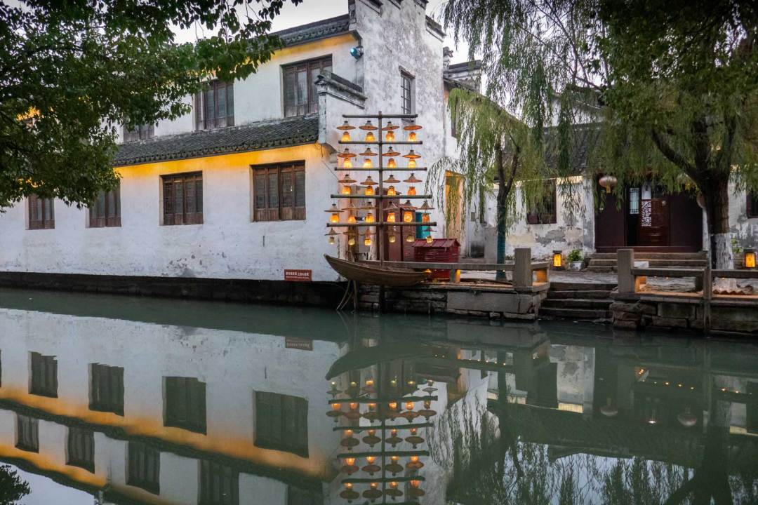 lights-in-Zhouzhuang-China-1600x1067