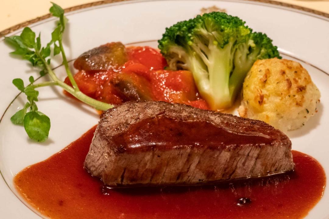 Tochigi-beef-at-the-Kanaya-Hotel-Nikko-Japan-1600x1067