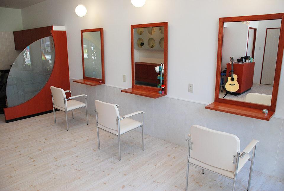 美容室、ヘアサロンの居抜きテナント店舗の改装設計・デザインをさせていただいたヘアサロン七色のカットスペース