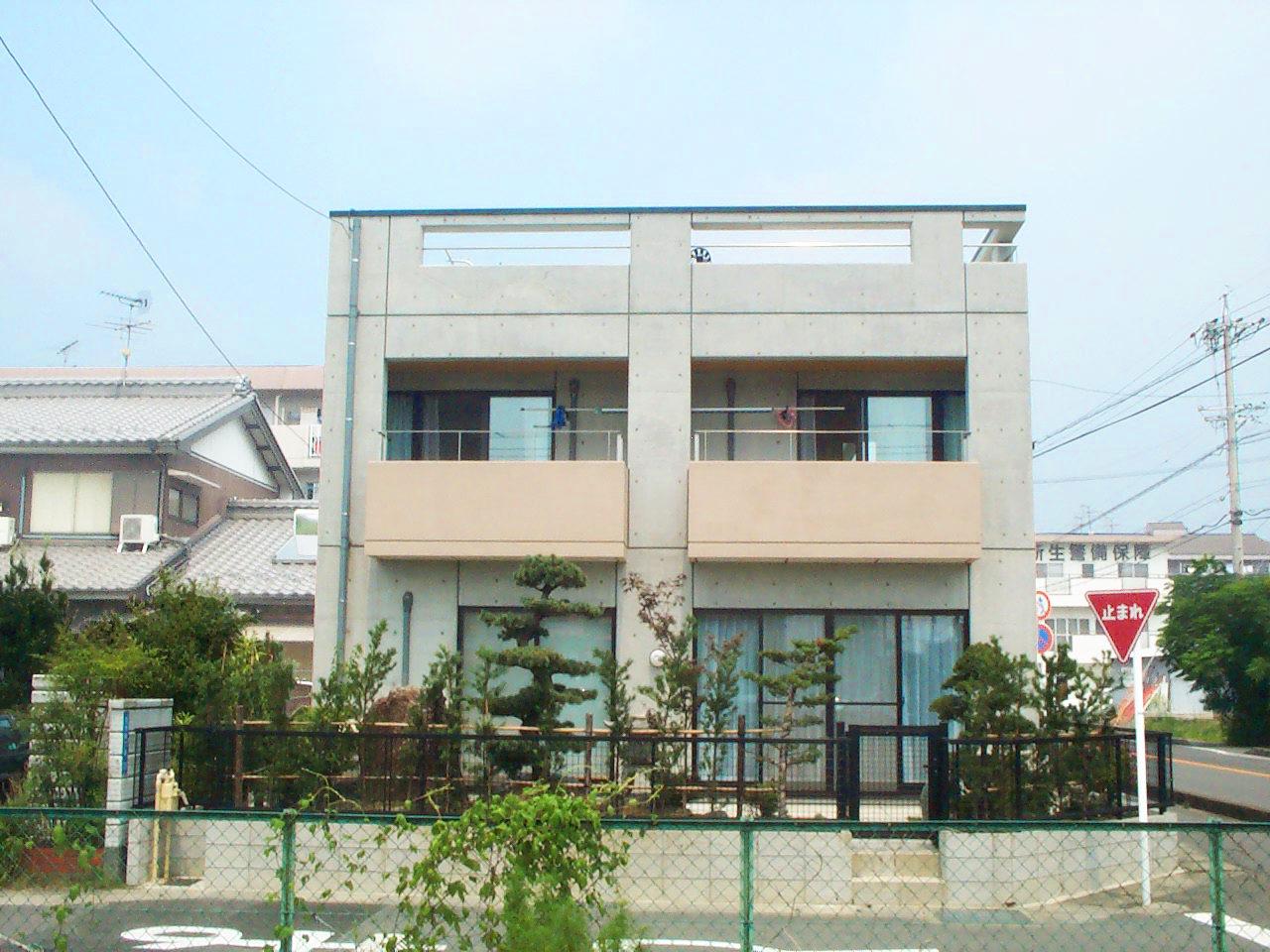 三世帯住宅同居バリアフリー注文住宅の設計・デザインをした鉄筋コンクリート打ち放しの家