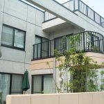 三世帯同居鉄筋コンクリート造打ち放し注文住宅の設計・デザイン 中庭とベランダ