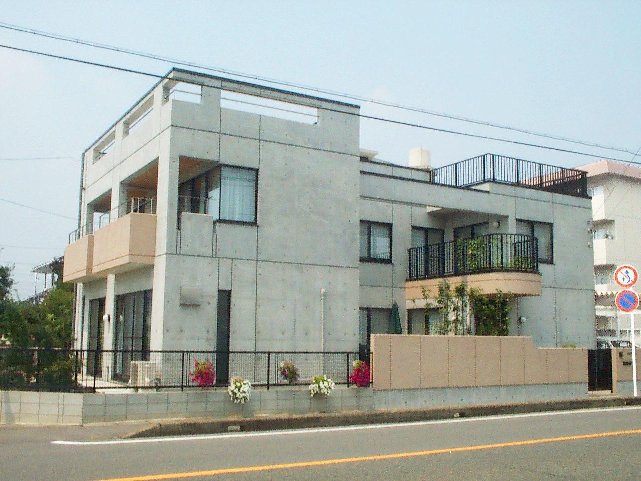 三世帯同居注文住宅の新築設計・デザイン、鉄筋コンクリート造打ち放し