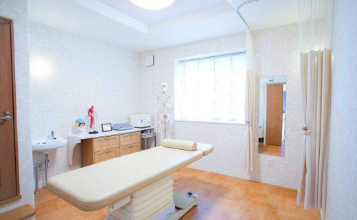鍼灸接骨院併用二世帯住宅の新築設計、店舗付き住宅デザイン|レディース治療院はり・あん・マッサージ