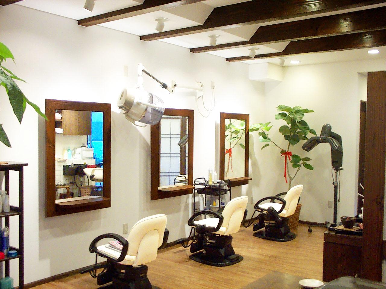 女性オーナーが一人で経営されている岐阜県岐阜市の美容室、店舗併用住宅の新築設計店舗デザイン