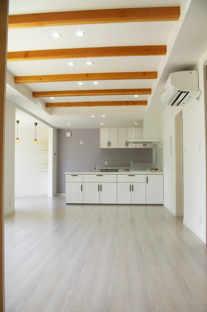愛知県江南市の注文住宅新築設計、デザイン 美粧室オーナーご夫婦のほっこりかわいい家