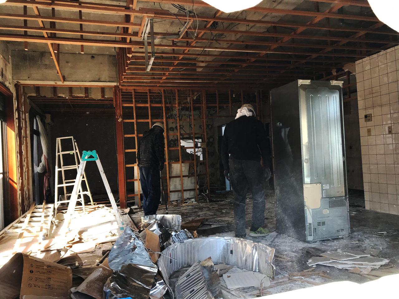 空き家を賃貸マンションへリノベーション工事の解体工事