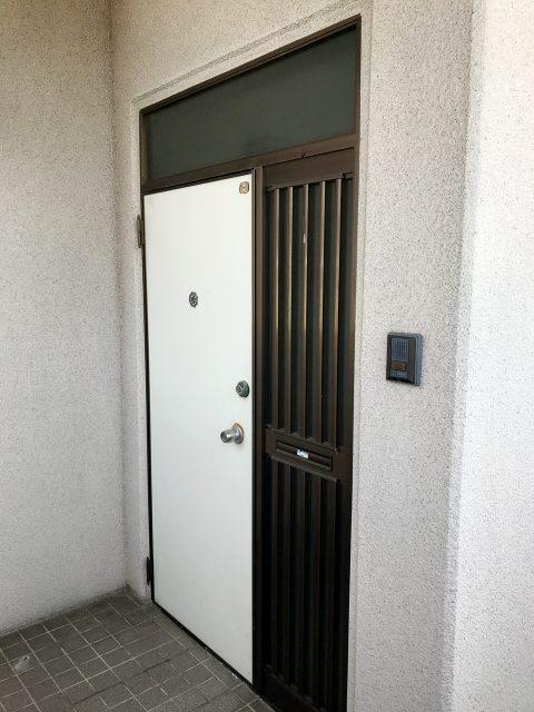 空き家を賃貸マンションへ改装リノベーション設計デザインの2階既設玄関