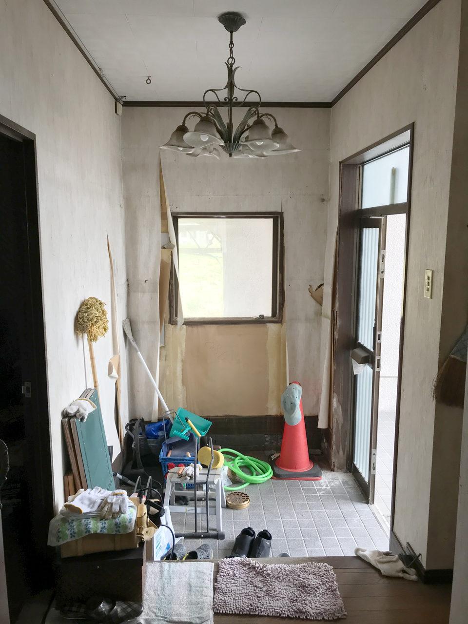 賃貸住宅のリノベーション改装工事の設計、デザインの既設1階玄関と玄関ホール