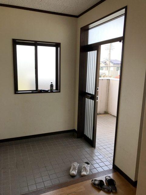 空き家を賃貸マンションへリノベーション設計の2階改装前玄関