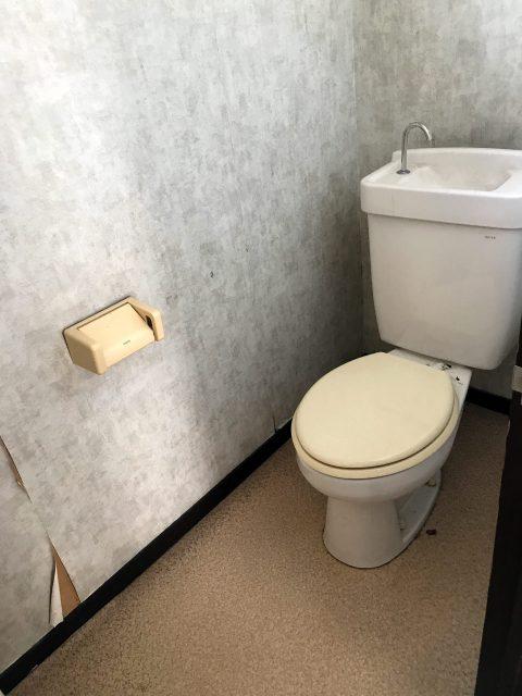 空き家のリノベーション改装設計、デザイン前の2階トイレ