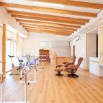設計した開放的で温もりのある食堂及び機能訓練室のあるリハビリデイサービス