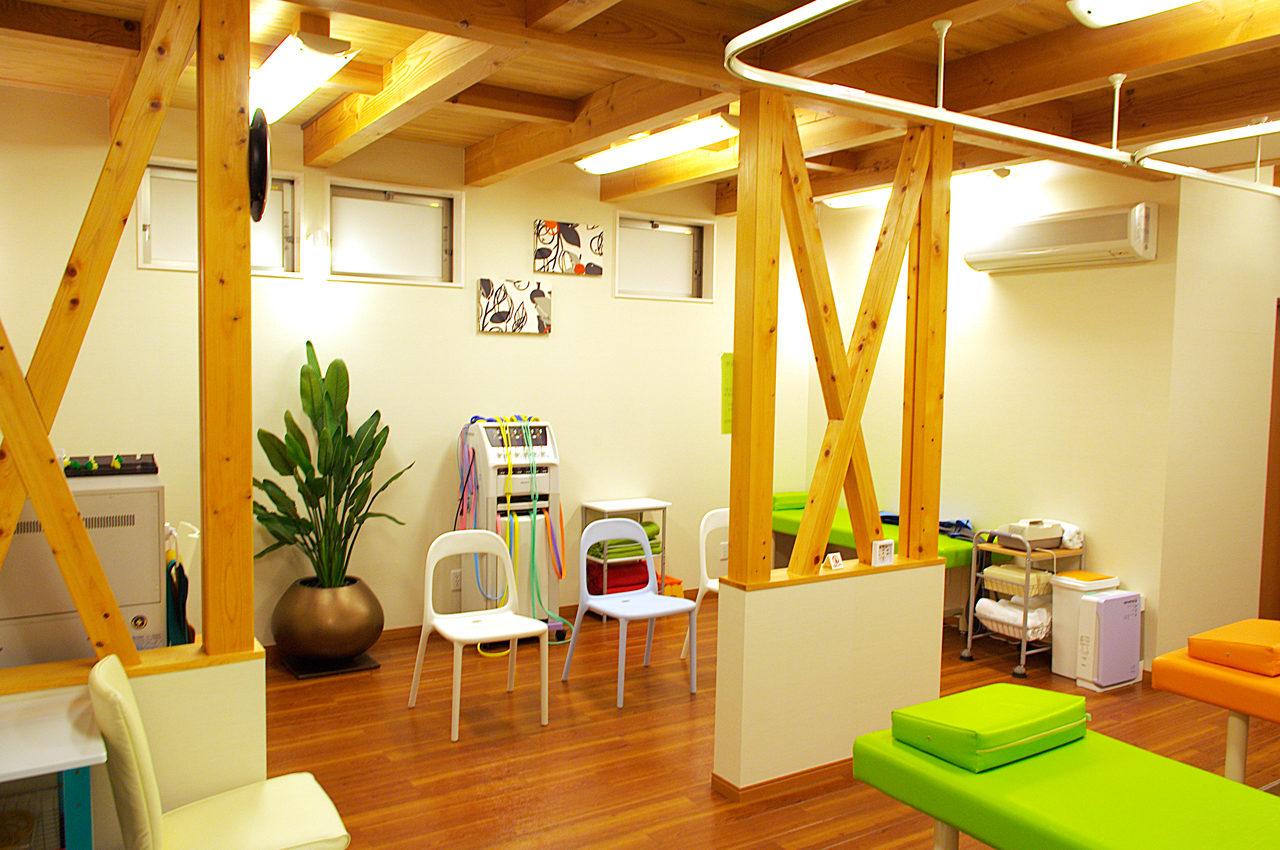 接骨院付き住宅の施術室の設計、デザイン