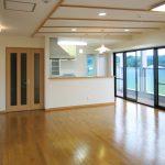 ホームエレベータ付きバリアフリー住宅兼事務所の新築デザイン