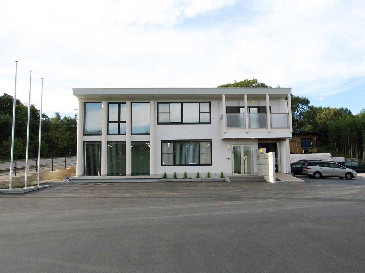 オフィス兼用ホームエレベーター付きバリアフリー住宅の新築デザイン