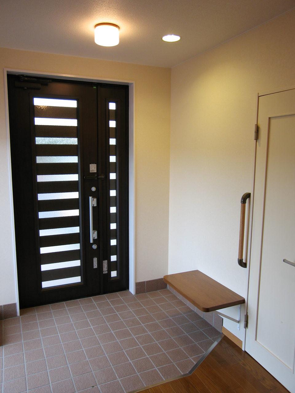 ホームエレベータ付きバリアフリー住宅兼用オフィスの新築デザイン