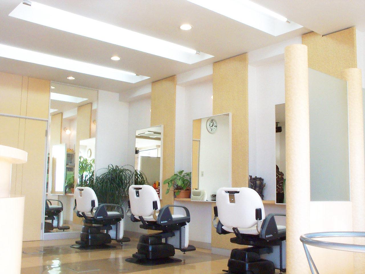 理美容院併用三階建て店舗併用住宅の店舗デザイン、設計