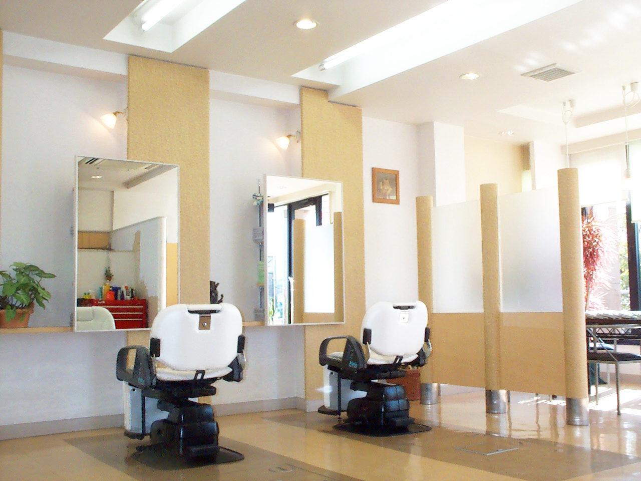 設計した理容院、美容院付き三階だて店舗付き住宅のカットスペース