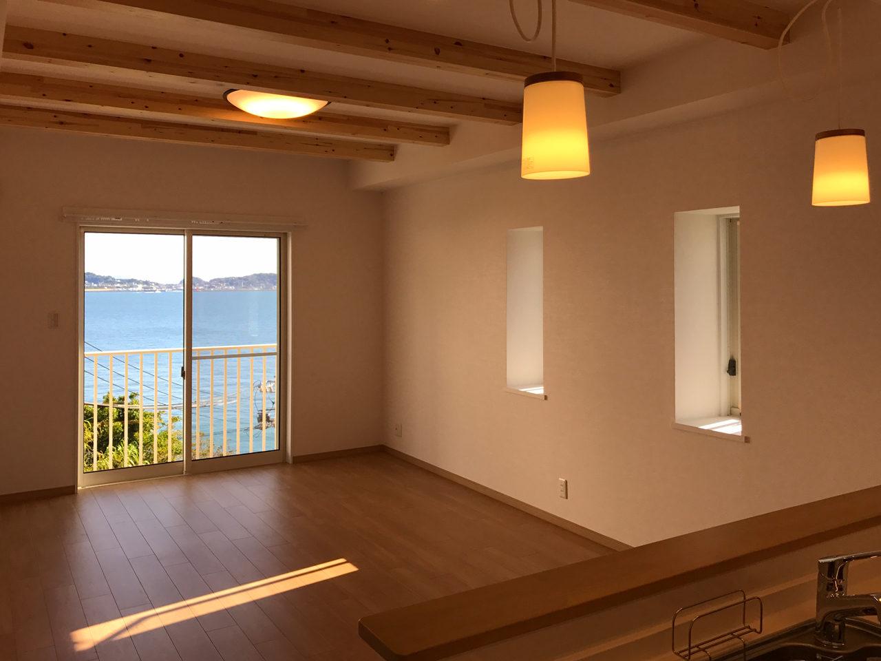 崖地に建つ注文住宅の新築設計、デザイン