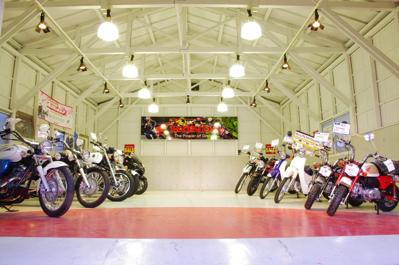中古バイク展示ショールームの店舗デザイン、設計