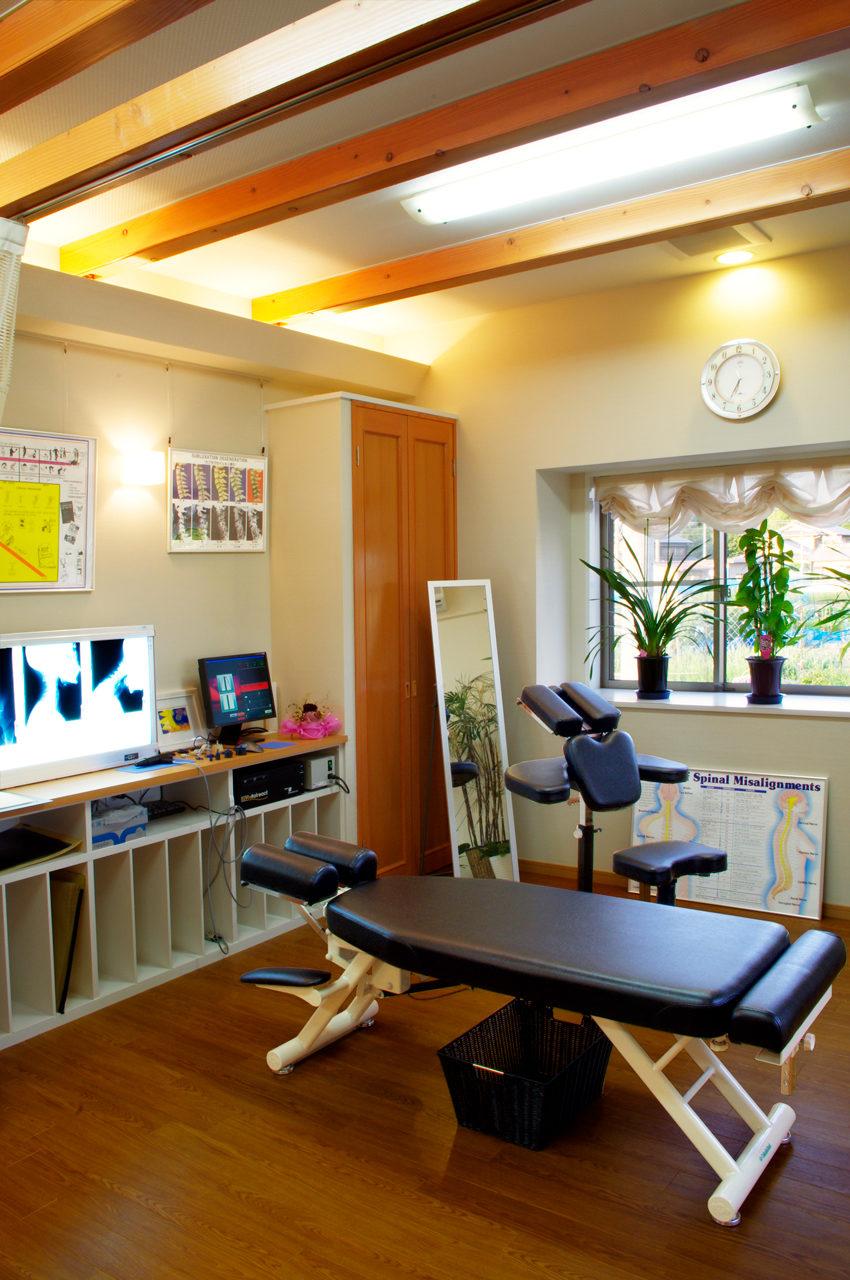 設計した治療院併用住宅の治療室