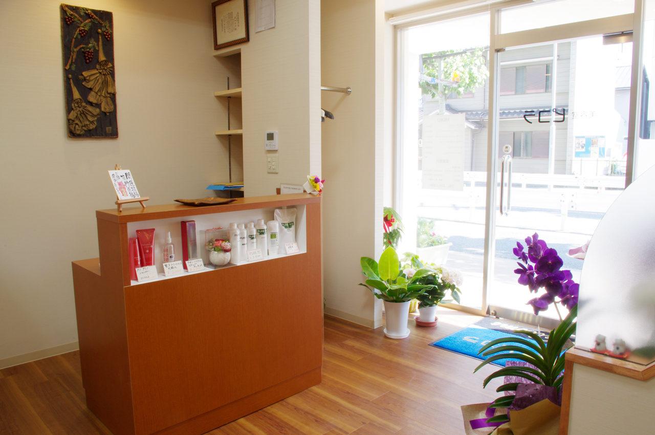 美容室の店舗改装デザインをした名古屋市中区の美容室の受付カウンター