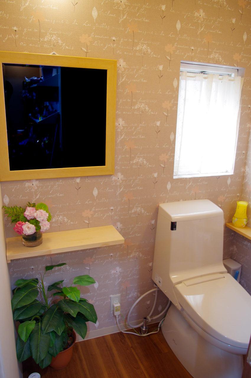 美容室のかわいいトイレの店舗デザイン