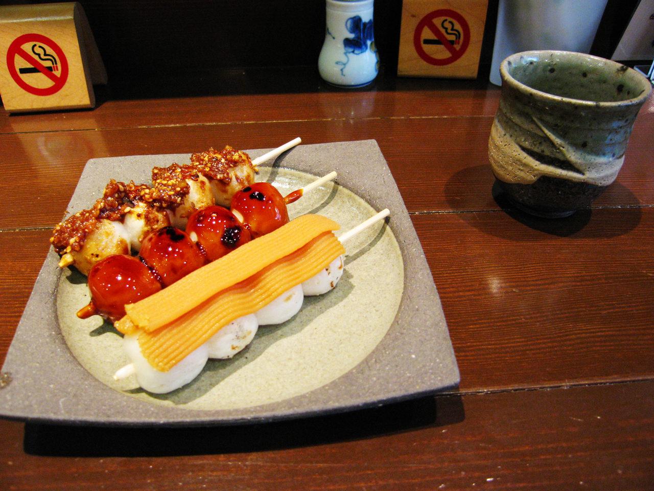 名古屋市港区の喫茶店、甘味処、店舗併用住宅の茶庵のお団子
