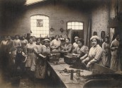 Women factory workers 1917