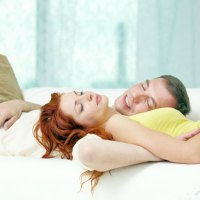 A horkolás okoz alvási apnoe?