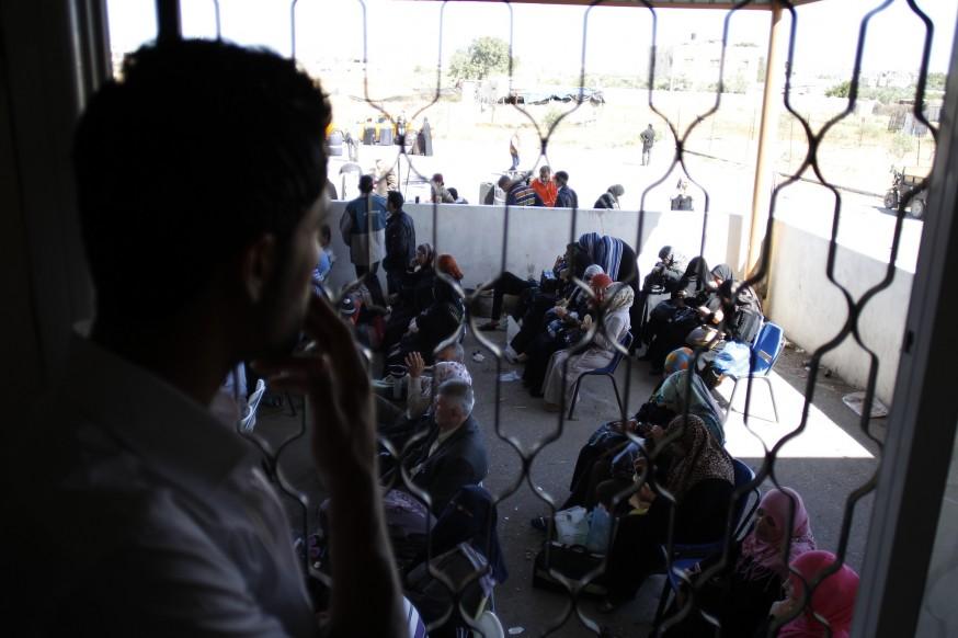 Estudiantes y casos humanitarios retenidos en la frontera de Rafah (Foto: Yehad Saftawi / IMEU)