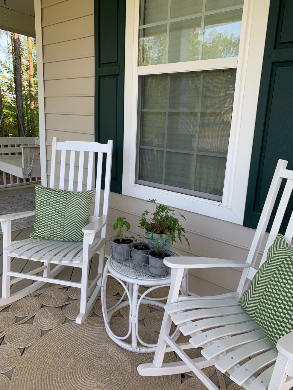 How to Update Your Front Porch Decor for the Season - I'm Fixin' To - @mbg0112  | Front Porch Decor for Spring featured by top US lifestyle blog, I'm Fixin' To