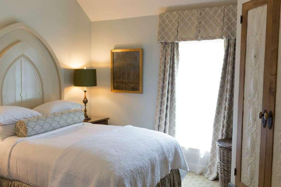 Top 10 Unique North Carolina Hotels - I'm Fixin' Top 10 Unique North Carolina Hotels featured by top North Carolina travel blog, I'm Fixin' To: Fearrington House Inn, Pittsboro