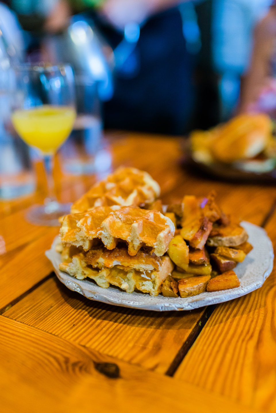 Raleigh Favorite: Plates Neighborhood Kitchen - I'm Fixin' To - @mbg0112 | Plates Neighborhood Kitchen review featured by top Raleigh blog, I'm Fixin' To