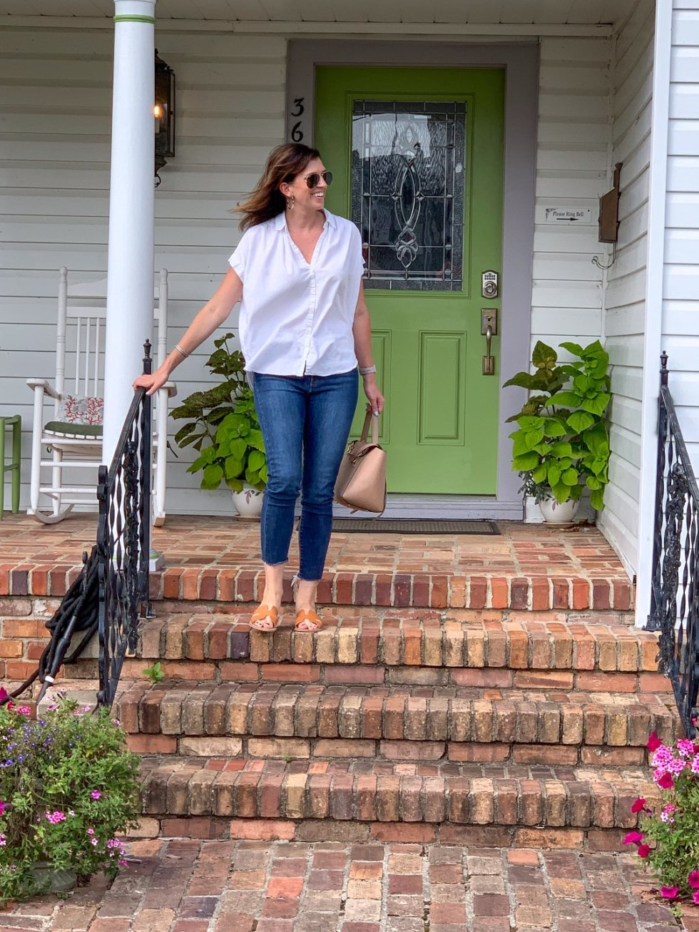 North Carolina Favorite: Between Water and Main Bed & Breakfast in Belhaven - I'm Fixin' To - @mbg0112 | North Carolina Favorite: Between Water and Main Bed & Breakfast in Belhaven by popular North Carolina Blogger, I'm Fixin' To: image of a woman coming down the front steps of Between Water and Main Bed and Breakfast.
