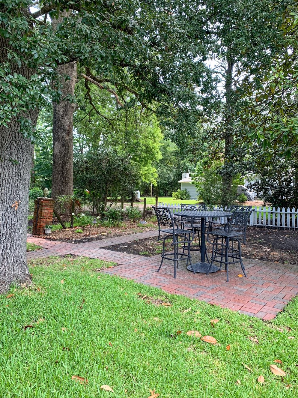 North Carolina Favorite: Between Water and Main Bed & Breakfast in Belhaven - I'm Fixin' To - @mbg0112 | North Carolina Favorite: Between Water and Main Bed & Breakfast in Belhaven by popular North Carolina Blogger, I'm Fixin' To: image of a black iron patio set at Between Water and Main Bed and Breakfast.