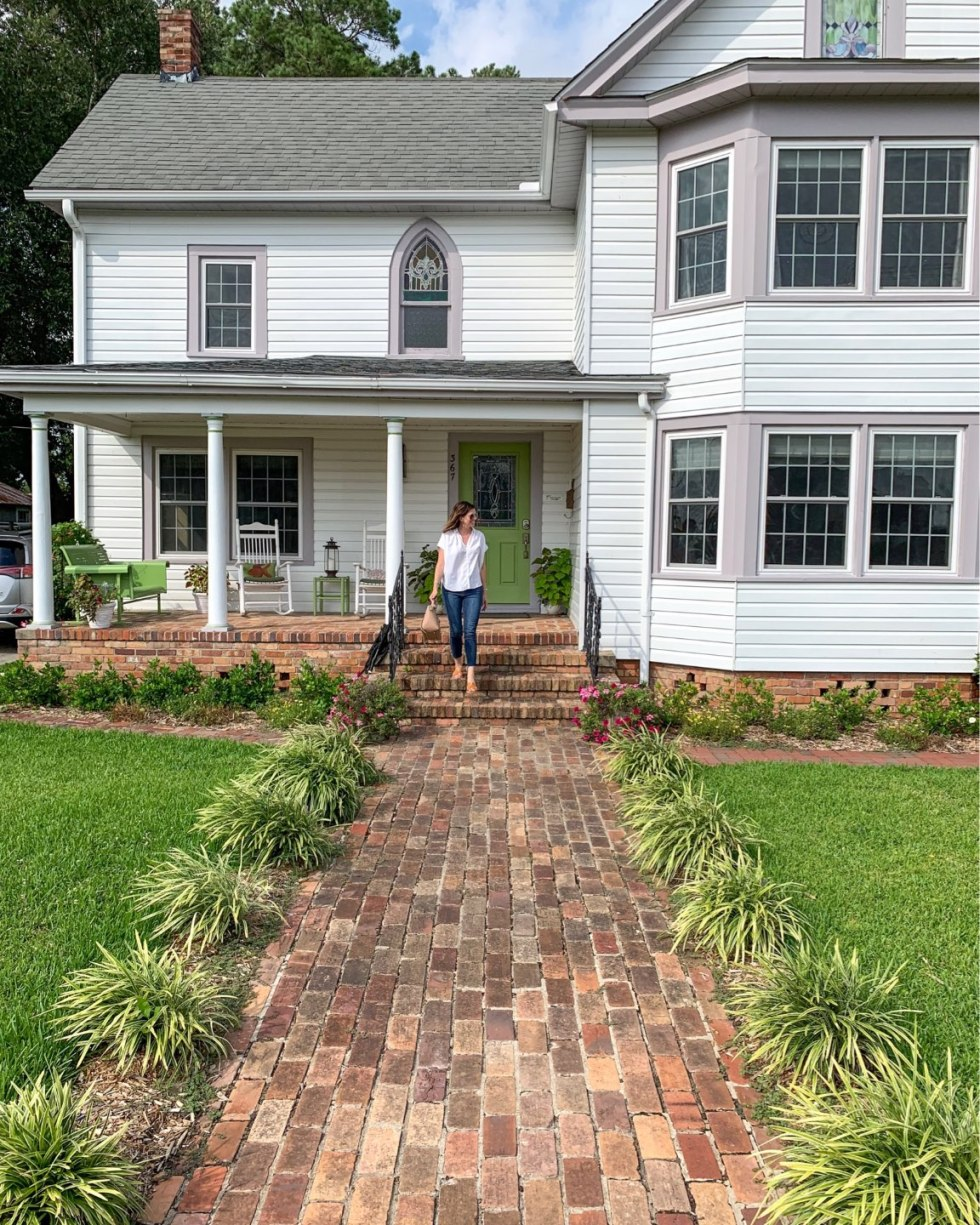 Welcome August + July 2019 Instagram Roundup - I'm Fixin' To - @mbg0112 | Welcome August + July 2019 Instagram Roundup by popular North Carolina life and style blog, I'm Fixin' To: image of on the front steps of Between Water and Main bed & breakfast.