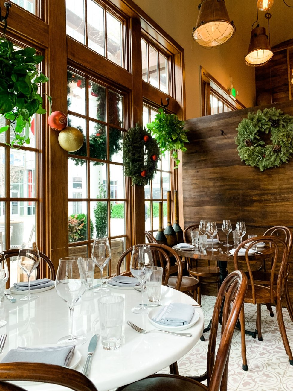 Brunch in Raleigh by popular Raleigh blog, I'm Fixin To: image of Rosewater Kitchen interior.