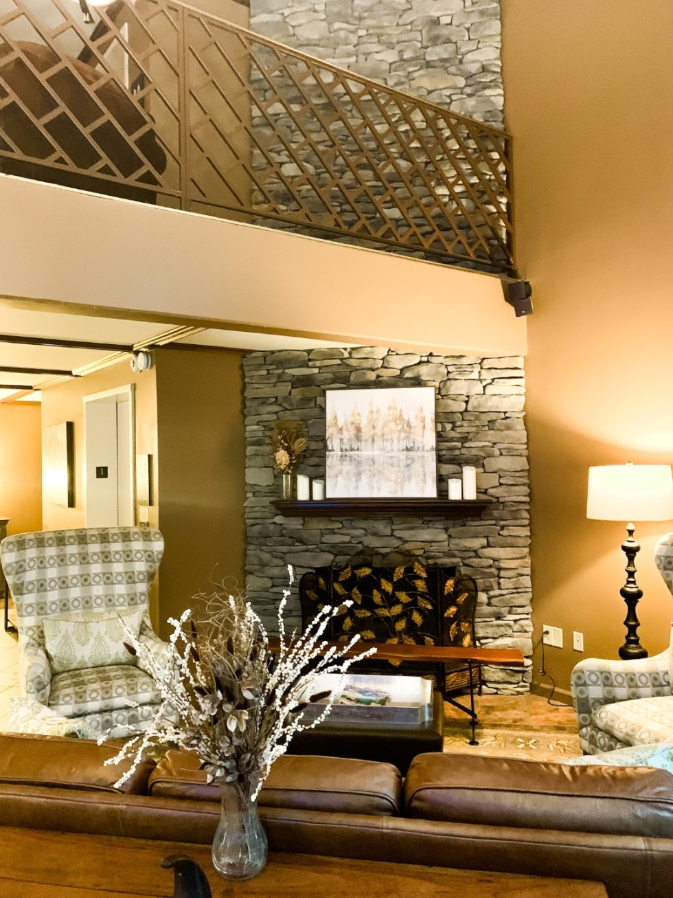 Meadow Brook Inn Blowing Rock by popular N.C. travel blog, I'm Fixin' To: image of the Meadow Brook Inn lobby.