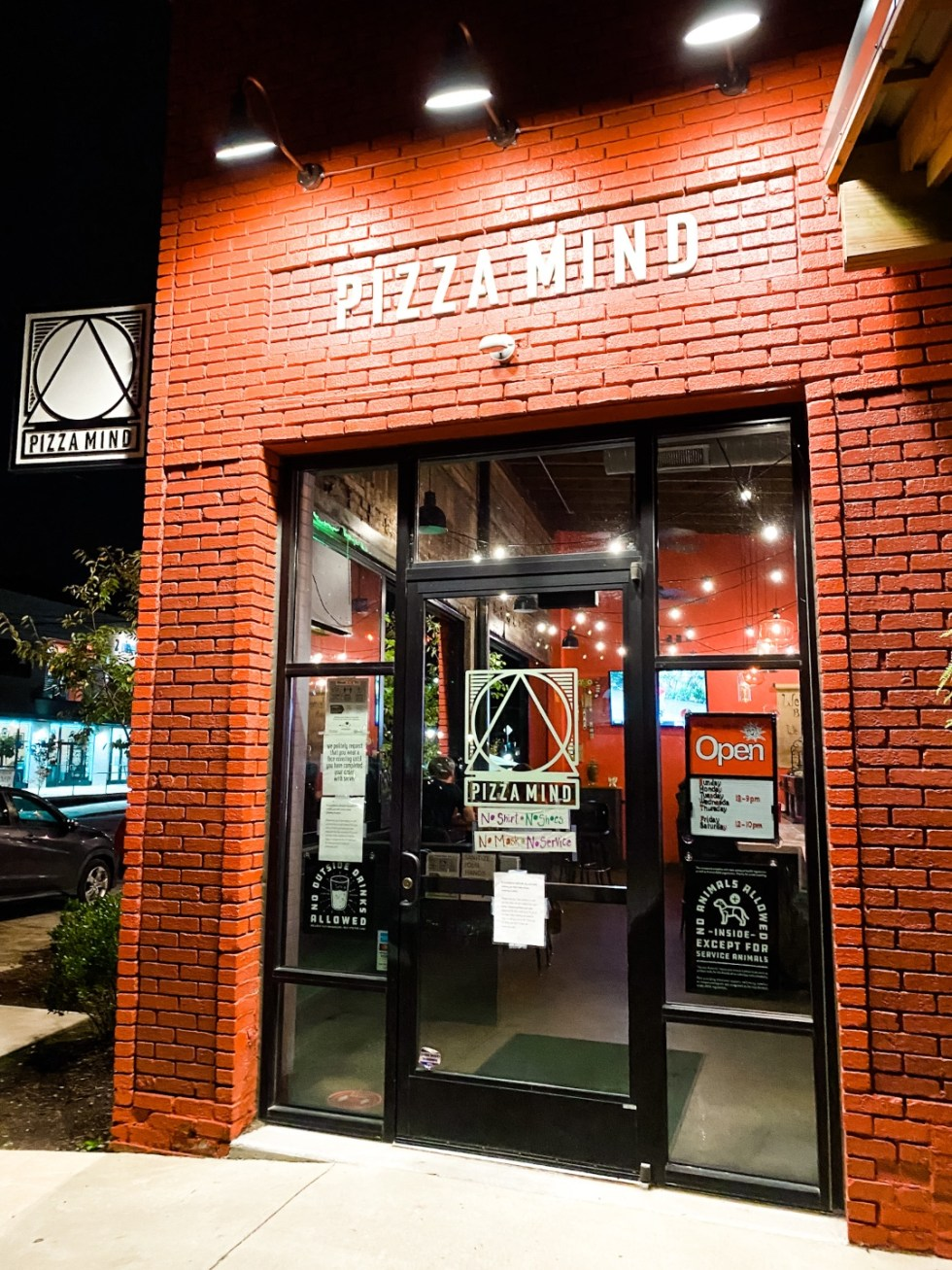 A Casual Weekend in Asheville: the Best Things to Do with your Dogs - I'm Fixin' To - @mbg0112   Weekend In Asheville by popular NC travel blog, I'm Fixin' To: image of Pizza Mind.