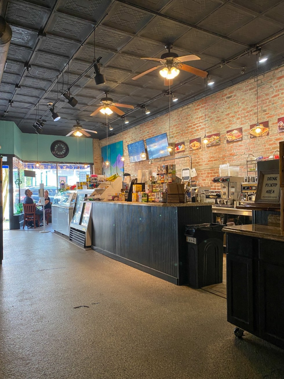 Weekend Travel: The Best Things to Do in Beaufort NC in 48 Hours - I'm Fixin' To - @imfixintoblog |Things to Do in Beaufort NC by popular NC travel blog, I'm Fixin' To: image of Beaufort wine and coffee co.