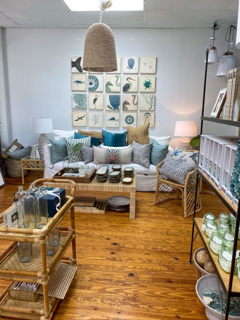 A Spring Weekend in Wilmington, NC: the Best Things to Do - I'm Fixin' To - @imfixintoblog |Weekend in Wilmington by popular NC travel blog, I'm Fixin' To: image of Airlie Moon interior.