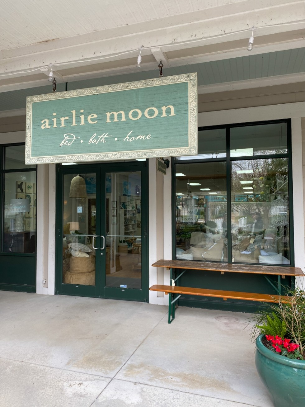 A Spring Weekend in Wilmington, NC: the Best Things to Do - I'm Fixin' To - @imfixintoblog |Weekend in Wilmington by popular NC travel blog, I'm Fixin' To: image of Airlie Moon.