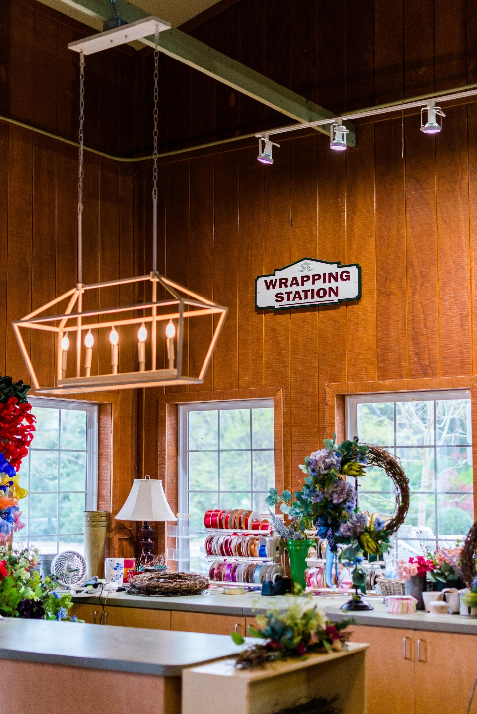 5 Spring Planting Tips with Fairview Garden Center - I'm Fixin' To - @imfixintoblog |Best Plants to Plant in Spring by popular NC lifestyle blog: image of a wrapping stations.