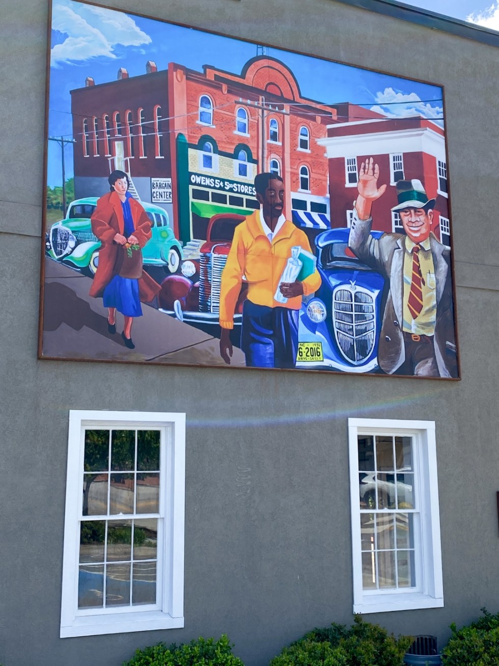 An Afternoon Trip to Franklin County, NC - I'm Fixin' To - @imfixintoblog | Franklin County NC by popular North Carolina travel blog, I'm Fixin' To: image of a wall mural.