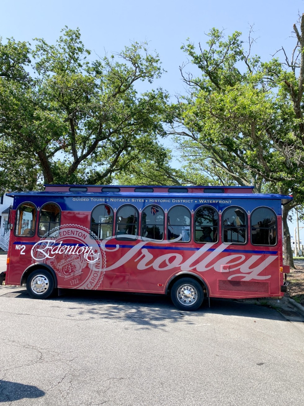 Edenton Travel Guide by popular NC travel guid, I'm Fixin' To: image of a trolley tour bus.