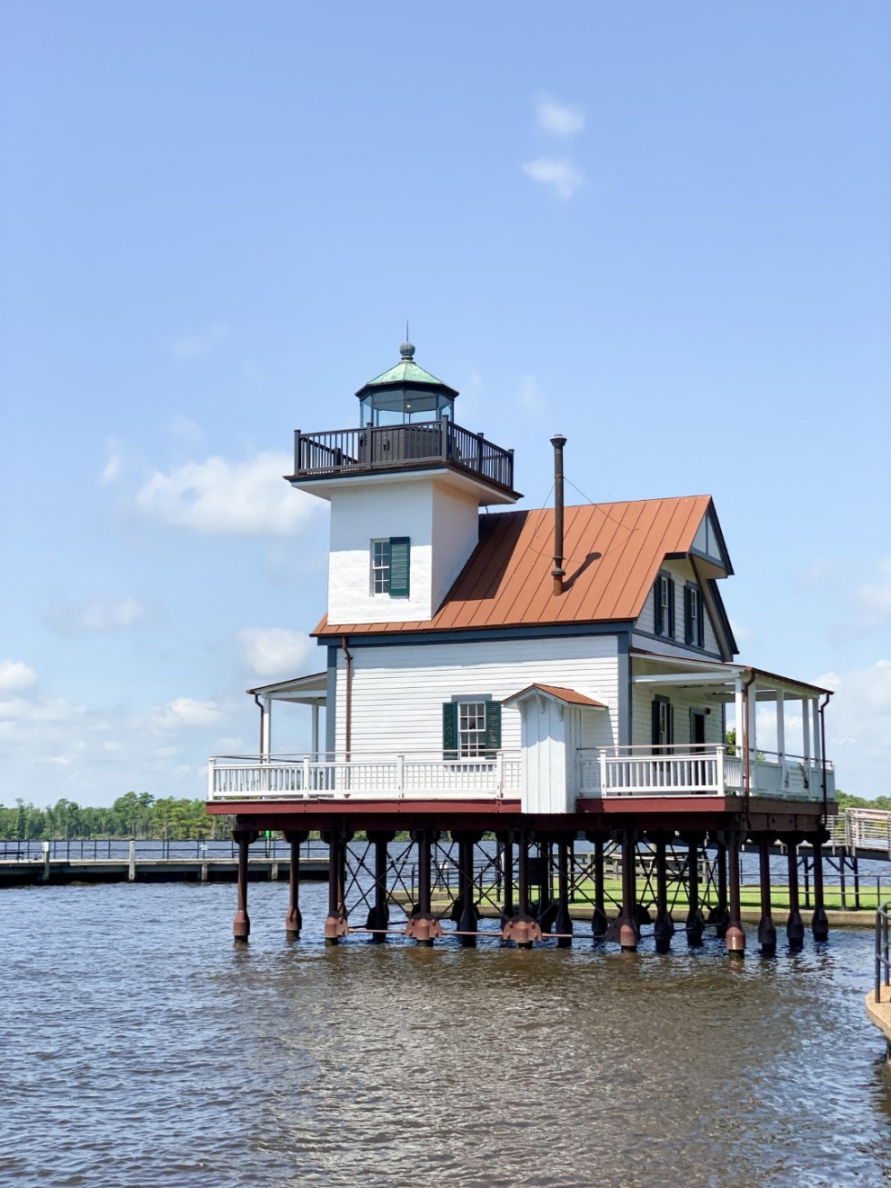 Top 10 Best Things to Do in Edenton, NC: A Complete Travel Guide - I'm Fixin' To - @imfixintoblog | Edenton Travel Guide by popular NC travel guid, I'm Fixin' To: image of the Roanoke River Lighthouse.