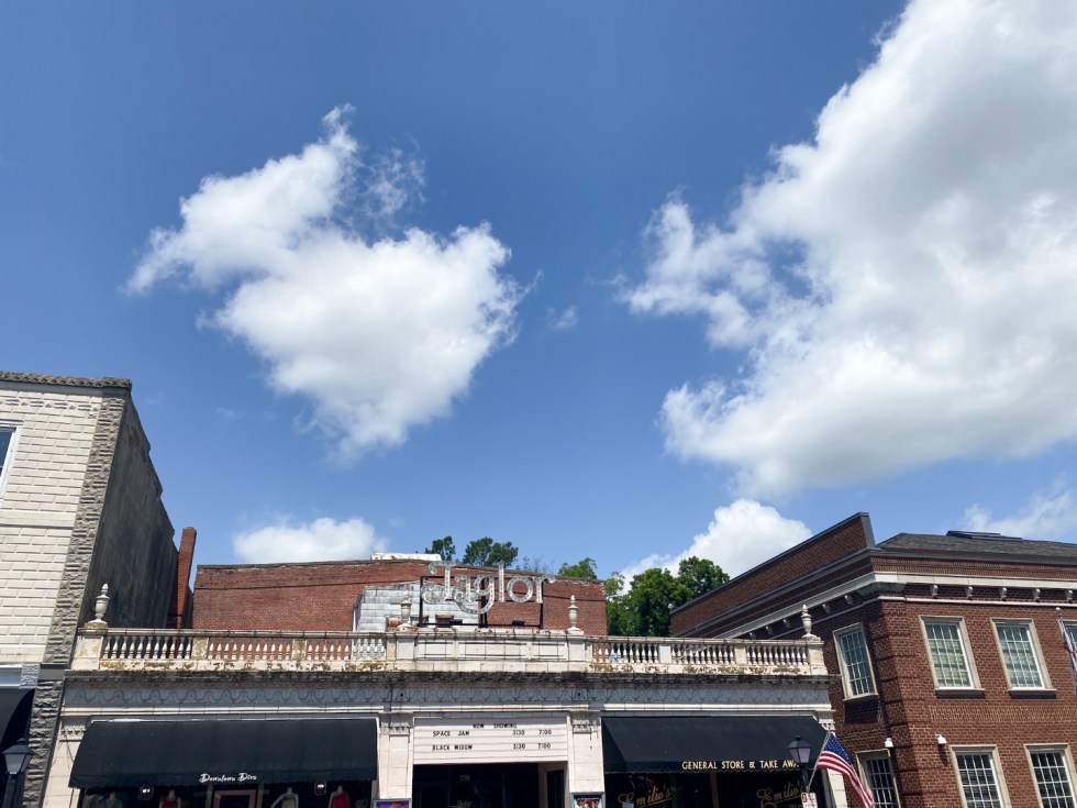 Top 10 Best Things to Do in Edenton, NC: A Complete Travel Guide - I'm Fixin' To - @imfixintoblog | Edenton Travel Guide by popular NC travel guid, I'm Fixin' To: image of the Jaglor movie theater.