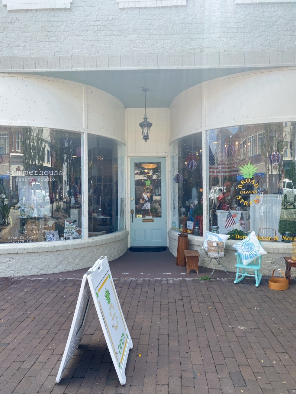 Top 10 Best Things to Do in Edenton, NC: A Complete Travel Guide - I'm Fixin' To - @imfixintoblog | Edenton Travel Guide by popular NC travel guid, I'm Fixin' To: image of Summerhouse design studio and Brand Street bazaar.
