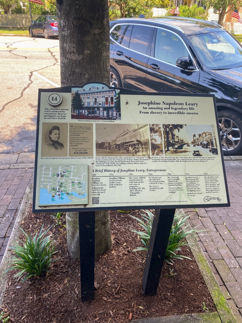 Top 10 Best Things to Do in Edenton, NC: A Complete Travel Guide - I'm Fixin' To - @imfixintoblog | Edenton Travel Guide by popular NC travel guid, I'm Fixin' To: image of an Edenton Museum Trail sign.